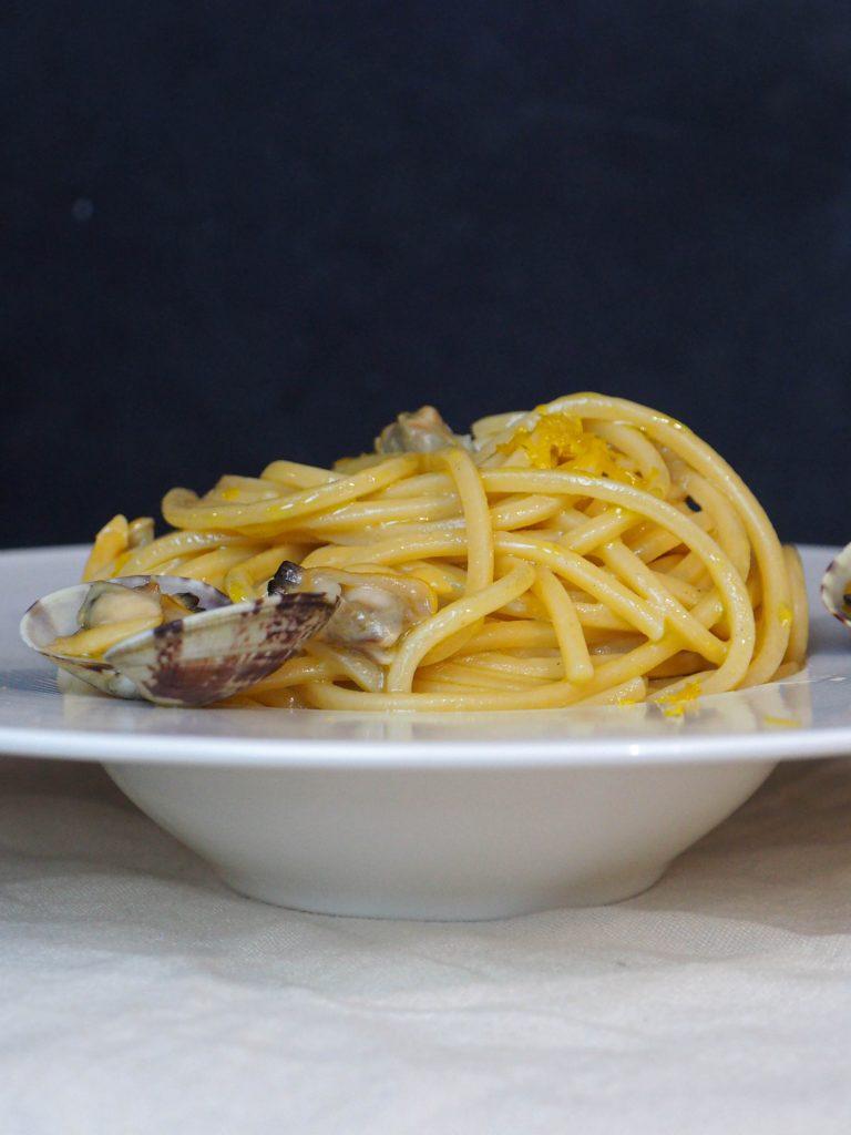 spaghetti alle vongole cremosi